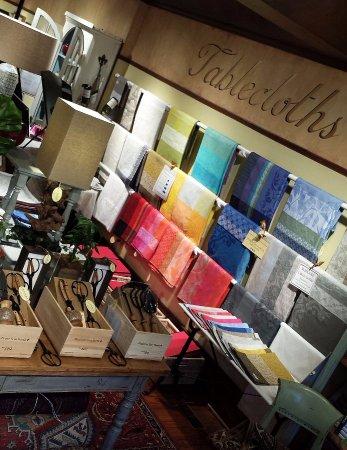 Washington, Вирджиния: Large selection of Le Jacquard Francais tablecloths, placemats, napkins at r.h. ballard (2017).