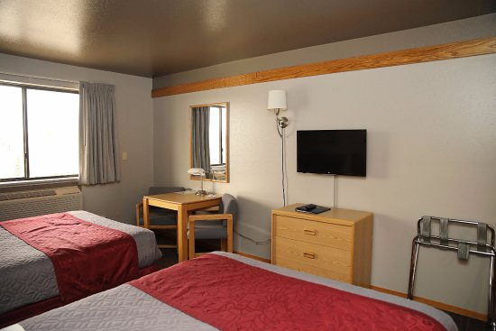 Americas Best Value Inn - Butte: Two Double Beds