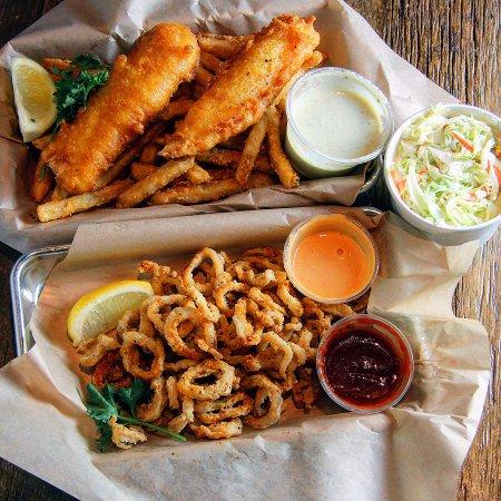โซลานาบีช, แคลิฟอร์เนีย: Fish & Chips, Calamari Fritti and a side of Coleslaw.