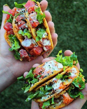 โซลานาบีช, แคลิฟอร์เนีย: Ahi & Salmon Crispy Poke Tacos.
