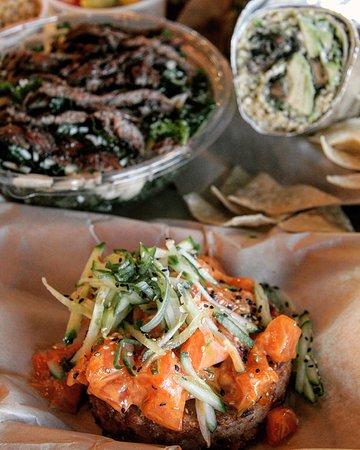 Солана-Бич, Калифорния: Spicy Poke Crispy Rice Cake, Kale Salad with Skirt Steak, Portobello Mushroom Wrap.
