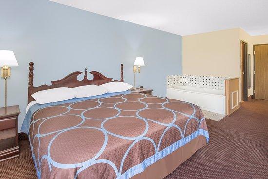 Americas Best Value Inn- Galesburg : One King Bed Jacuzzi