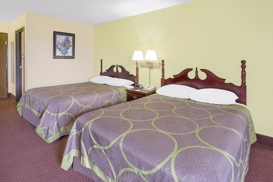 Americas Best Value Inn- Galesburg : Two Queen Beds