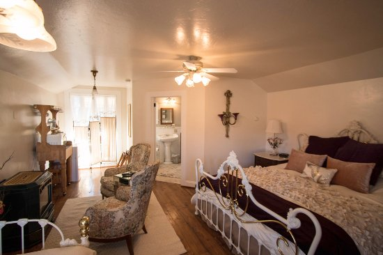 Quincy, Californie : Hideaway Cottage. King bed + day bed + trundle, sleeps 4.