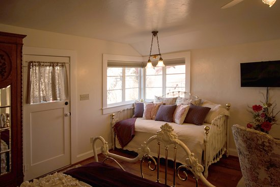 Quincy, Californie : Hideaway Cottage day bed.