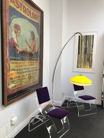 Retro Suites Hotel: comfy resting spot in the hallway