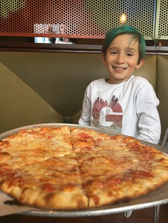 Middletown, CT: Plain cheese pizza -- kids loved it!