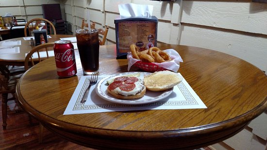 Wisconsin Rapids, WI: Pizza Burger with Onion Rings