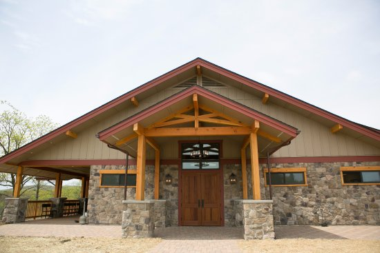 Stroudsburg, PA: The front entrance of the new Mountain View Vineyard Winery.