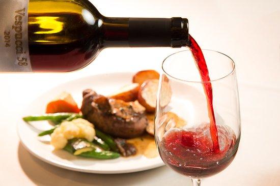 Lake Leelanau, Мичиган: Superb selection of Tuscan wines