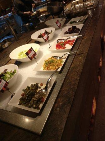MoMo Cafe: salad counter