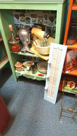 Grain Valley, MO: Vintage Kitchen Utensils