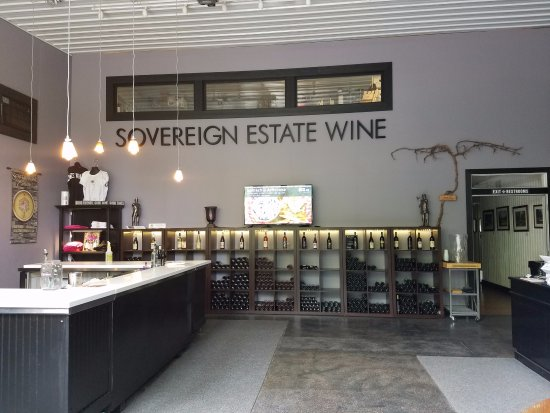 Waconia, MN: Our new Tasting Room and Wine Shop
