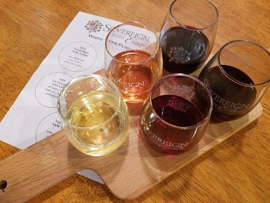Waconia, MN: Try a wine flight!