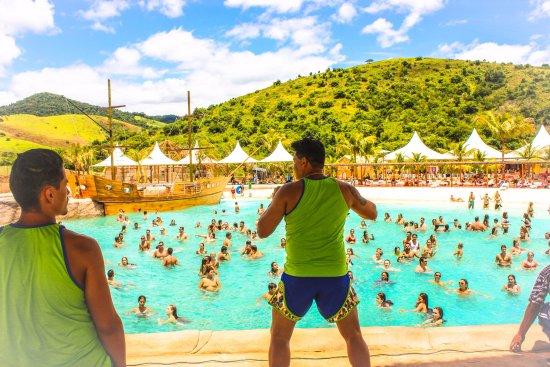 Raul Soares, MG: piscina de ondas do minas beach com lambaeróbica