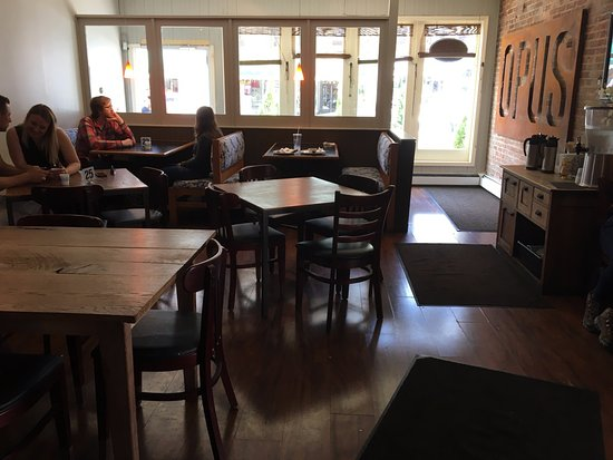 Opus Espresso & Food Bar: Opus - dining room