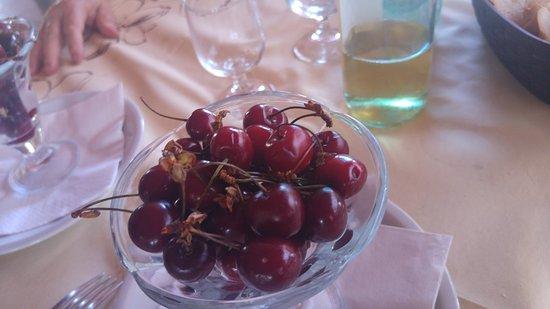Riola Sardo, Italie : Ciliege x frutta