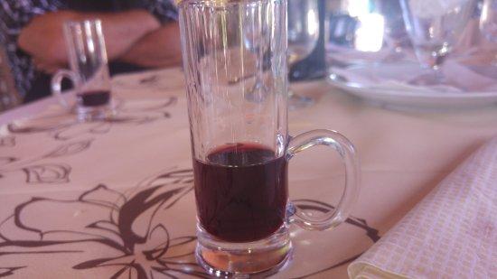 Riola Sardo, Italie : Liquore di Mirto produzione propria