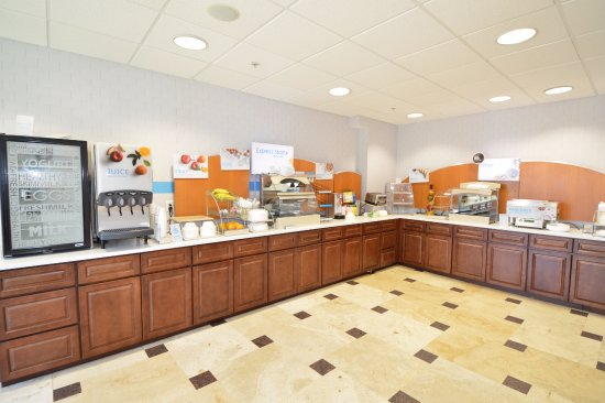 Holiday Inn Express Toledo-Oregon: New larger Breakfast Bar with many healthy choices