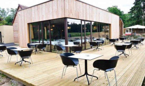 Très joli deco pour ce nouveau restaurant dans les bois de l ...