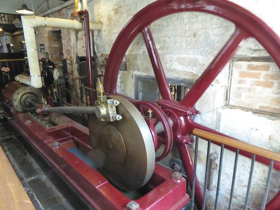 A working steam engine - Picture of Quarry Bank Mill, Styal ...