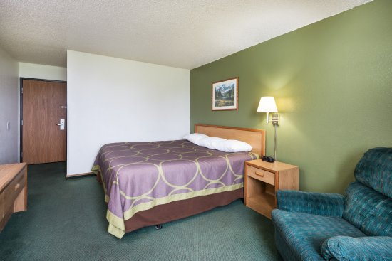 Kingdom City, MO: king size bed in our  onebed suite with a really comfortable sofa