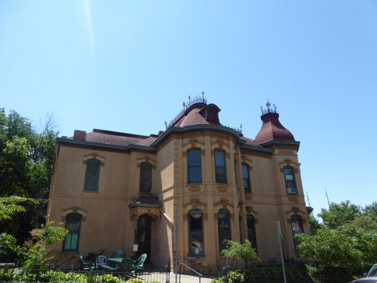 Museum Hill Historic District : Mansion