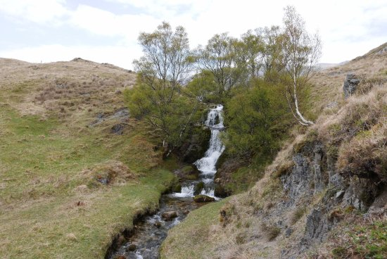 Assynt, UK: The waterfall aside the road