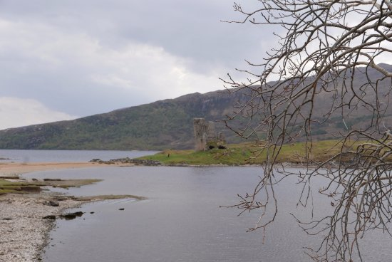 Assynt, UK: The castle from the road and the sand dune