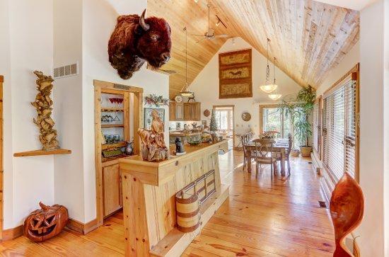Cherry Ridge Retreat Lake House Luxury Cabin Kitchen And Dinning Area