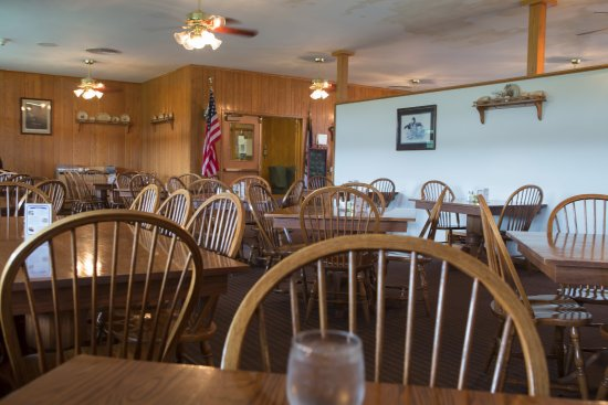 Berkeley Springs, WV: The dining area at Cacapon Resort State Park