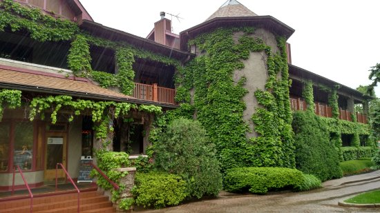 Lynfred Winery: What a location!
