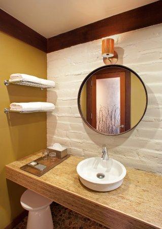 Glen Oaks Big Sur: Adobe Motor Lodge bathroom