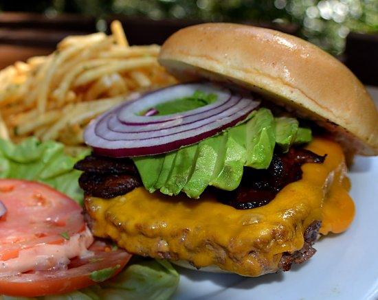 Glen Oaks Big Sur: Big Sur Roadhouse burger