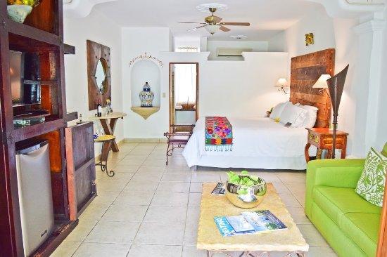 El Encanto Inn & Suites Boutique Hotel: Suite in front of pool