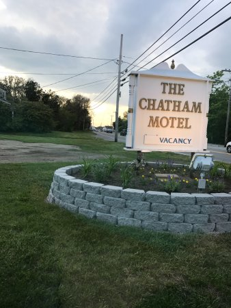 The Chatham Motel: The small roadside sign
