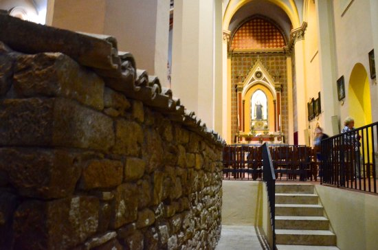 Rivotorto, Italy: St Francis' hovel inside the church on the left