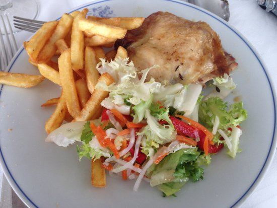 Hotel Windsor Savoia: Very average salad, greasy chicken