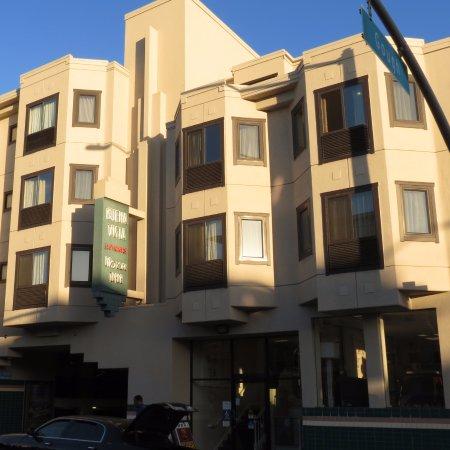 Hotelfront lombard street bild von buena vista motor inn for Lombard motor inn san francisco california