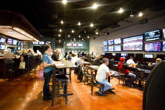 วิลลา พาร์ก, อิลลินอยส์: Crazypour Sports Bar