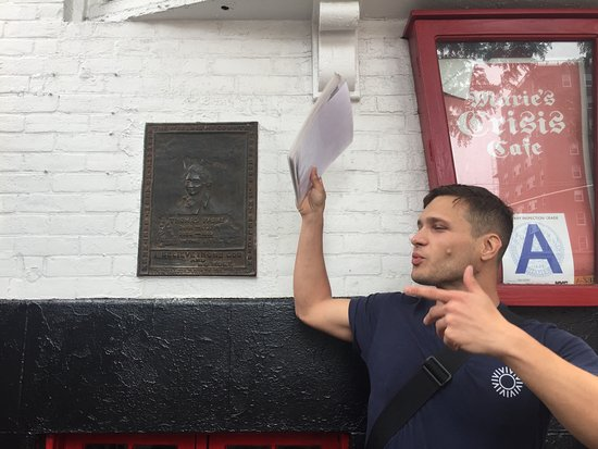 Big Onion Walking Tours : Steven the Super Guide in front of a plaque of Thomas Paine, Political Activist
