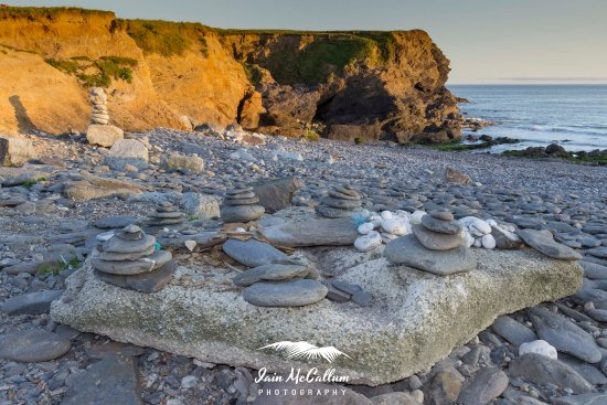 Gunwalloe, UK: Rock 'formations' on the beach.