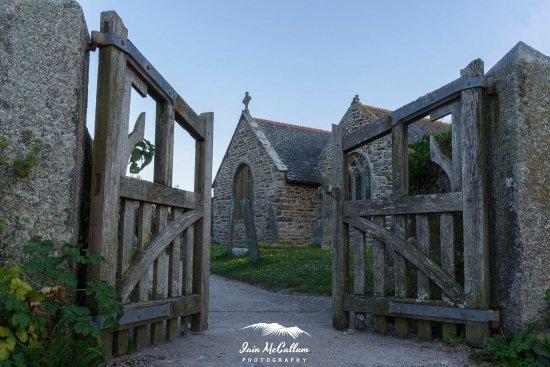 Gunwalloe, UK: St Winwaloe church.