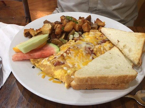 Courtenay, Canada: 3 egg omelette