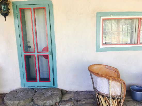 Mabel Dodge Luhan House: The front entrance to our Austins Room. 💛