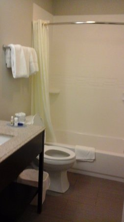 Best Western York Inn: Updated bathroom