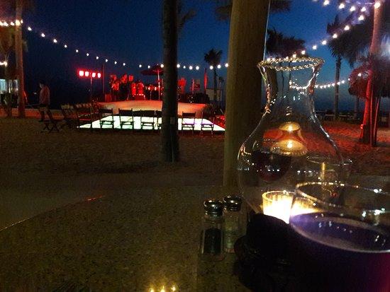 Friendly Vallarta All Inclusive Family Resort: La foto es de uno de los restaurantes nocturno.