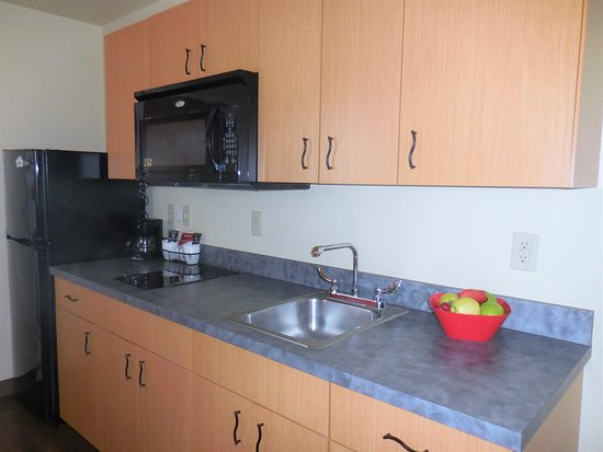 Aspen Extended Stay Suites: Kitchenette in all suites