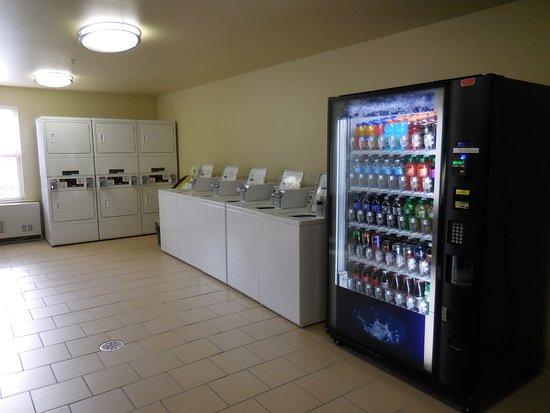 Juneau Aspen Suites Hotel: Laundry/vending room
