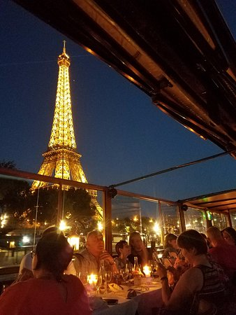 le calife view of eiffel tower while dining at the calife restaurant